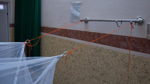 Es gibt fast immer Möglichkeiten um ein Moskitonetz in einem Raum zu befestigen.
