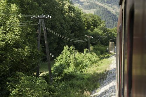 Bild: Telegrafenmasten entlang der Eisenbahn (Drautalbahn in Slowenien)