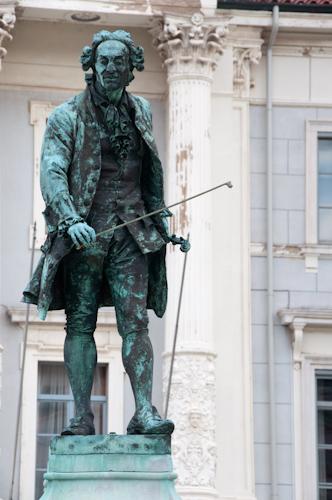 Bild: Statue von Guiseppe Tartini