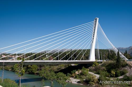 Bild: Millennium Brücke in Podgorica