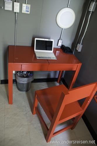 Bild: Ideal zum Bloggen: Ein Schreibtisch in meinem Zimmer