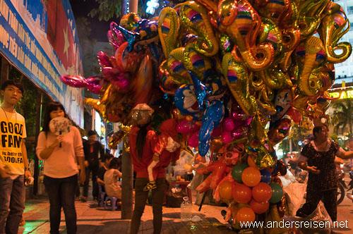 Bild: Schlagenluftballone fürs Tet-Fest