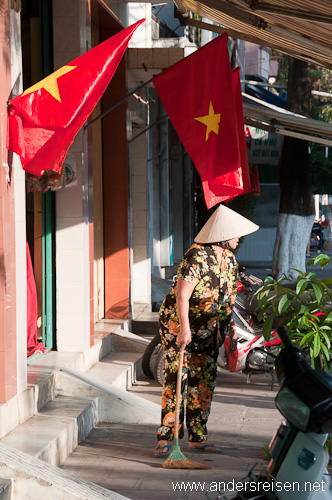 Bild: Vietnamesische Flaggen in den Straßen