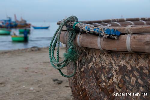 "Bild: Rundes ""Korb-Fischerboot"""
