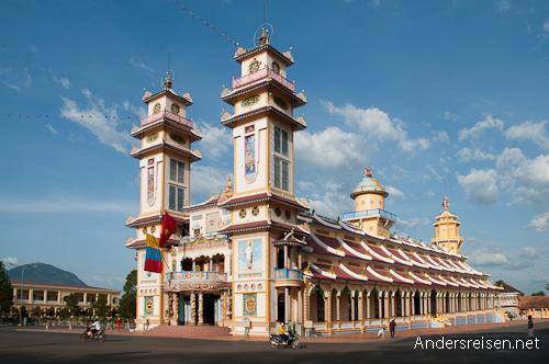 Bild: Der Cao Dai Tempel in Tay Ninh ist das religiöse Zentrum des Caodaismus