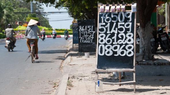 Lotterie-Gewinne in Vietnam am Straßenrand