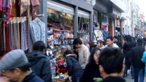 Kauf von Markenfälschungen im Urlaub kann teuer werden