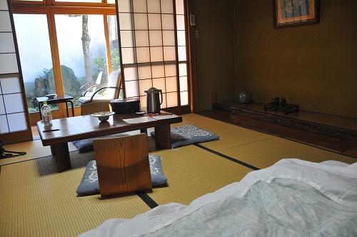 japanische matratze awesome japanischer schrank mit. Black Bedroom Furniture Sets. Home Design Ideas