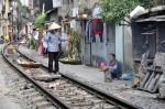 Hanoi: Gefährliches Leben entlang der Eisenbahn