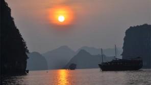 Bootsfahrt in der traumhaften Halong-Bucht