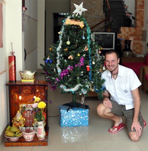 weihnachtsbaum und ahnenschrein anders reisen. Black Bedroom Furniture Sets. Home Design Ideas