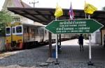 Mae Klong: Mit dem Zug durch den Markt