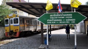 Mae Klong: Mit dem Zug durch denMarkt
