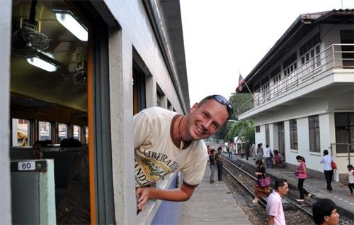 Gerhard im Zug in Thailand
