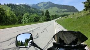 Mit dem Motorrad am Rücken des Tatzelwurms durch Bayern
