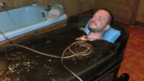 In Bad Bayersoien entspannt im Moorbad abtauchen