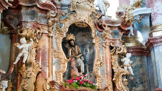 Bild: Altar und Statue des gegeißelten Heiland in der Wieskirche