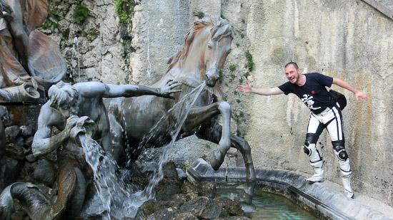 Bild: Brunnen im Schloss Linderhof