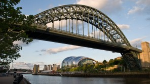 The Sage Gateshead und Tyne Bridge in Newcastle upon Tyne