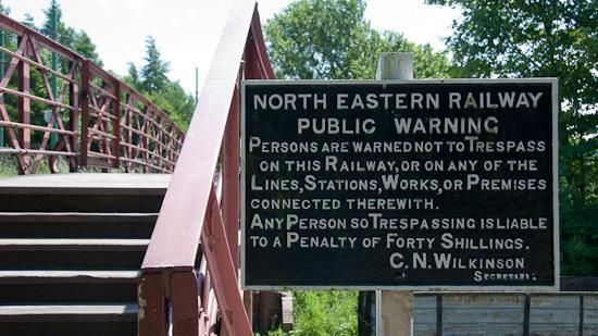 Bild: Beamish Trespassing Tracks Warnschild