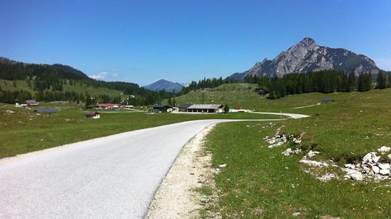 Postalmstraße vor dem Almauftrieb