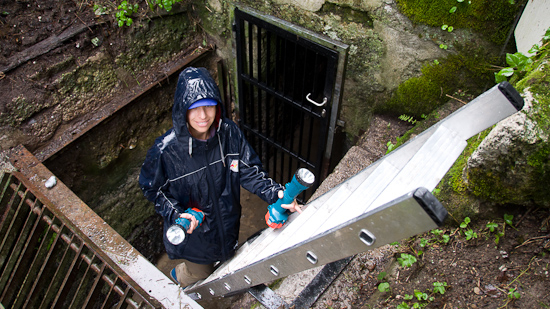 Bild: Karina beim Eingang Brunnhausgasse
