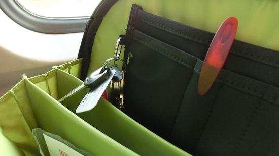 b ro und kleiderschrank im only one rucksack vereint. Black Bedroom Furniture Sets. Home Design Ideas