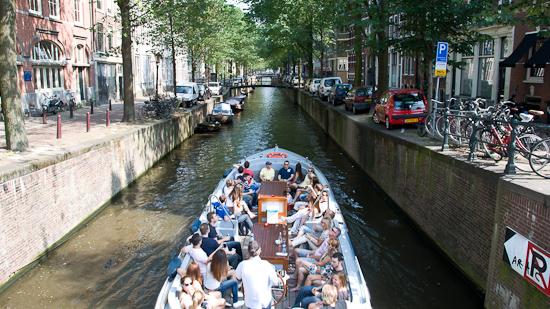 Bild: Boot im Kanal