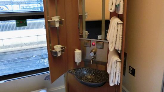Bild: Waschbecken im DB CNL
