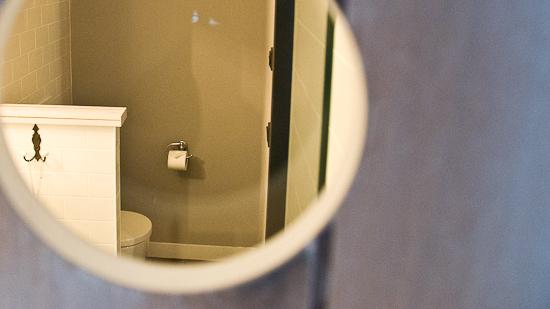Bild: Dusche im 25hours Hotel in Wien