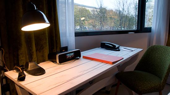 Bild: Schreibtisch im 25hours Hotel in Wien