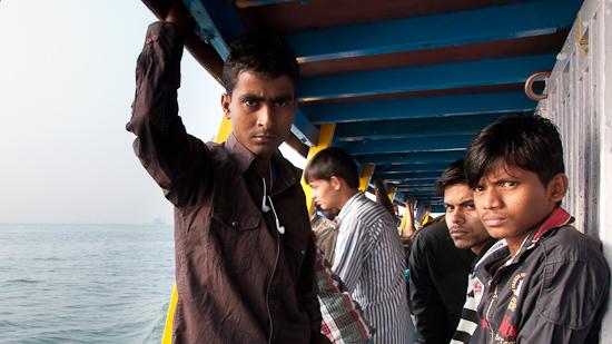 Bild: Junge Inder am Boot