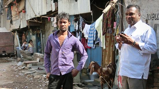 Bild: Begegnung im Dhavari Slum