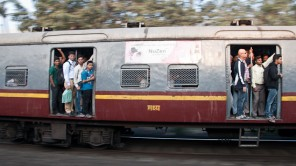 Rush Hour: S-Bahn surfen in Mumbai