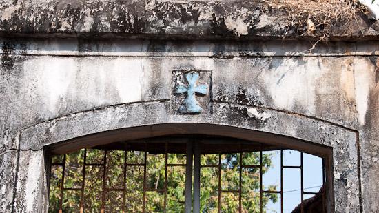 Bild: Tor mit Kreuz in Panaji