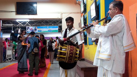 Bild: Begrüßung am Bahnhof Bangalore Yeshwanthpur