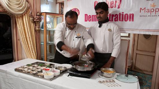 Bild: Kochvorführung im Golden Chariot Luxuszug
