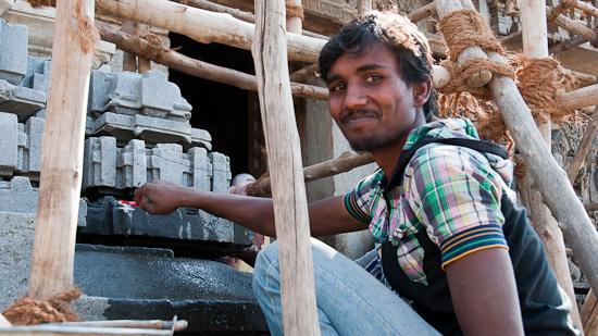 Bild: Renovierung beim Hoysaleshware Tempel in Halebid