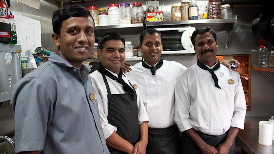 Bild: Team in der Küche im Golden Chariot
