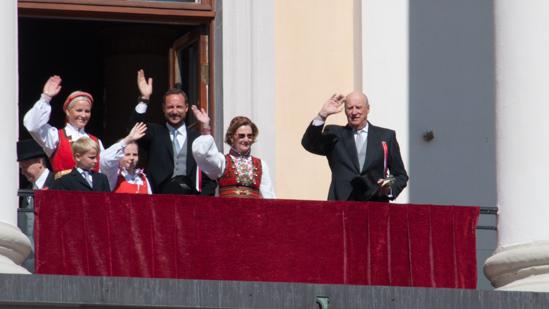 Bild: Norwegische Königsfamilie am 200. Verfassungstag.