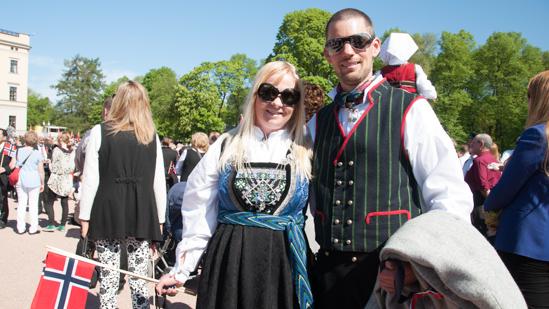 Bild: Paar in norwegischer Tracht in Oslo