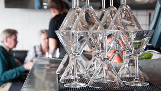 Bild: Gläser an der Bar in der Fiskebaren