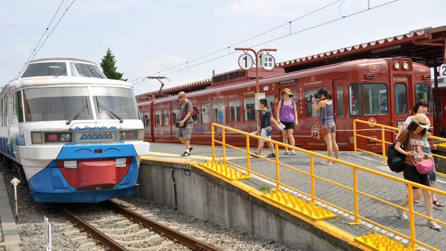 Bild: Fuji Express am Bahnhof Kawaguchiko