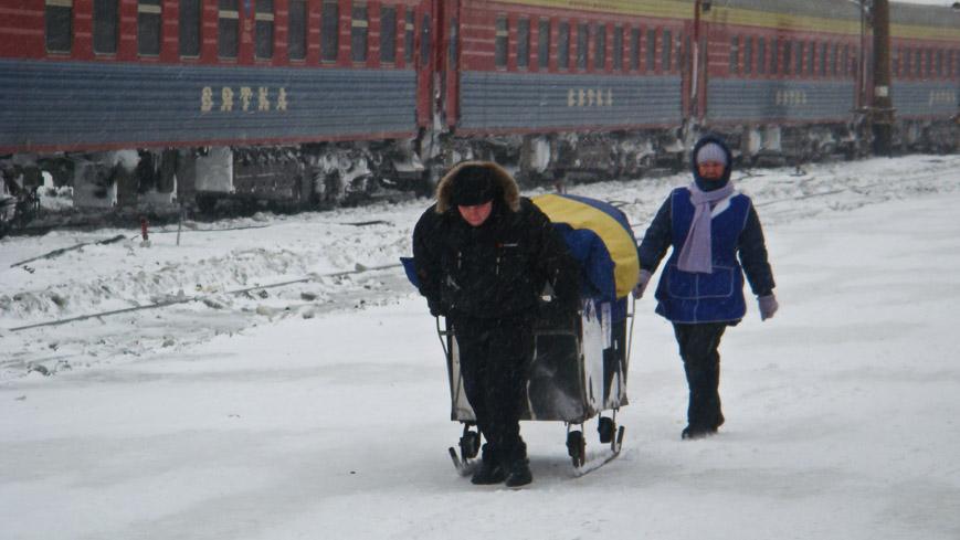 Bild: Verkäufer am Bahnsteig der Transsib