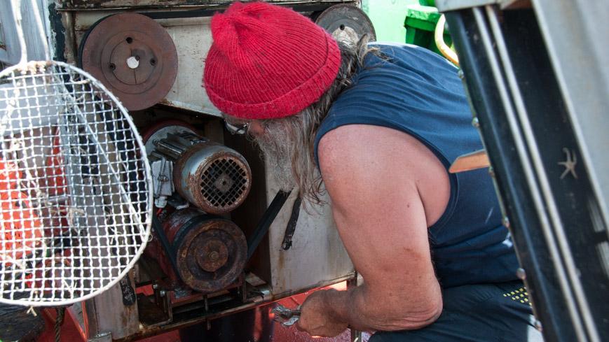 Bild: Motor der Sortiermaschine am Krabbenfischer Boot