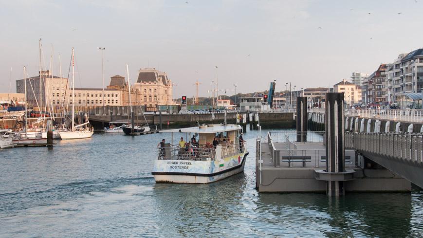 Bild: Fähre und Bahnhof in Ostende