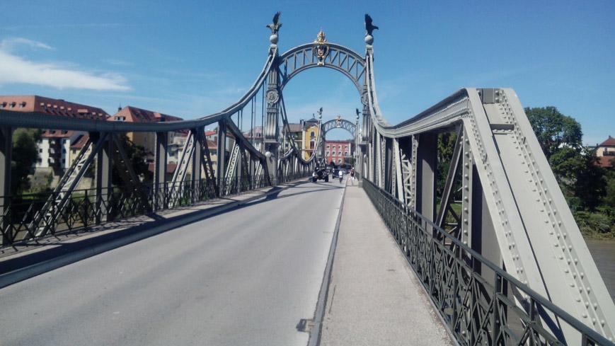 Bild: Länderbrücke Oberndorf - Laufen