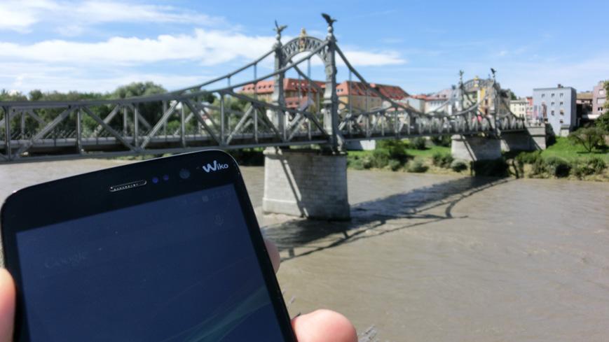 Bild: Länderbrücke zwischen Oberndorf und Laufen