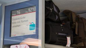 Namensschild am Gepäck in französischen Zügen Pflicht