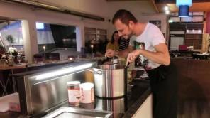 "Kochkurs mal anders: Küchenparty im Cook <span class=""amp"">&</span>Wine"